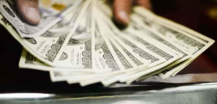 Dólar se desploma y registra su peor caída desde 2009